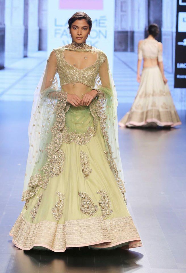 Anushree Reddy-at-lakme-fashion-week-16-15