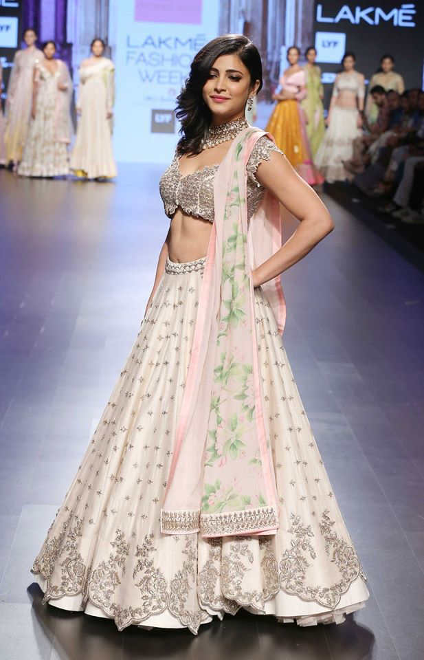 Anushree Reddy-at-lakme-fashion-week-16-19