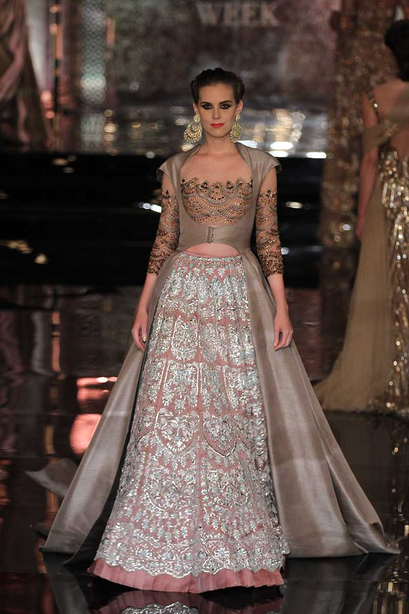 Manish-Malhotra-collection-india-couture-week-2016-13 Manish Malhotra Wedding Dresses 2017-Top 20 Bridal Dress by Manish Malhotra