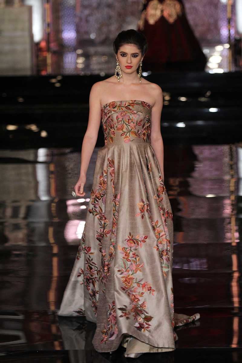 Manish-Malhotra-collection-india-couture-week-2016-25 Manish Malhotra Wedding Dresses 2017-Top 20 Bridal Dress by Manish Malhotra