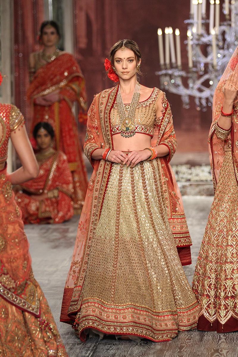 Tarun Tahiliani-india-couture-week-bridal-dresses-16