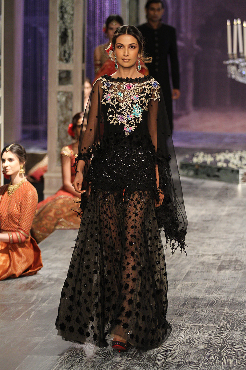 Tarun Tahiliani-india-couture-week-bridal-dresses-17