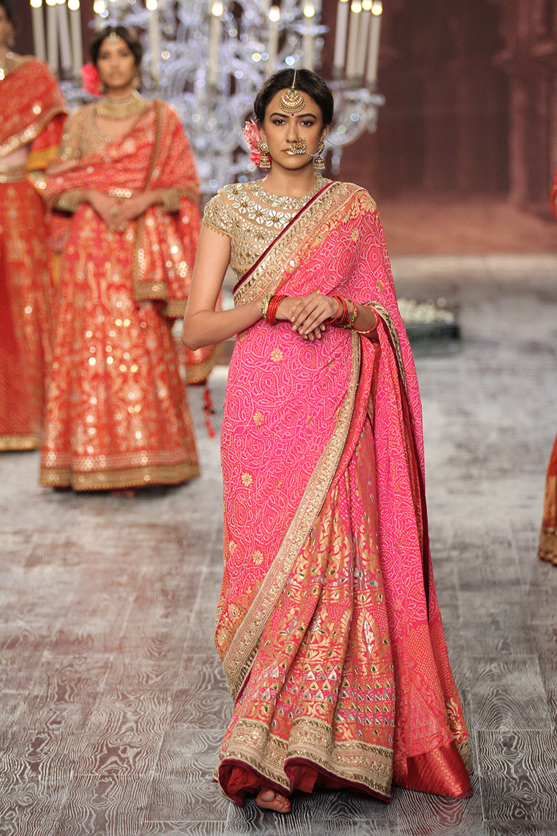 Tarun Tahiliani-india-couture-week-bridal-dresses-19