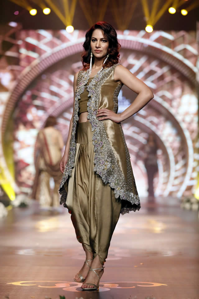 Asifa_Nabeel_Collection_Bridal_Couture_Week_2016-pkvogue.com-10