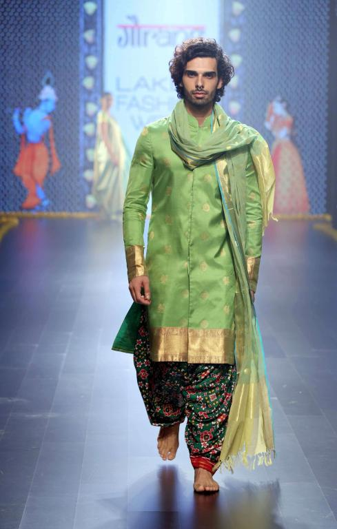 Gaurang-Collection-at-lakme-fashion-week-13