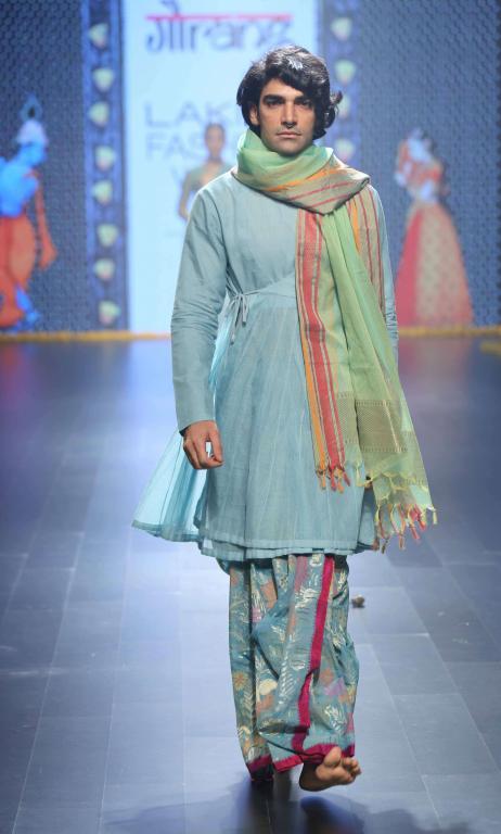 Gaurang-Collection-at-lakme-fashion-week-17