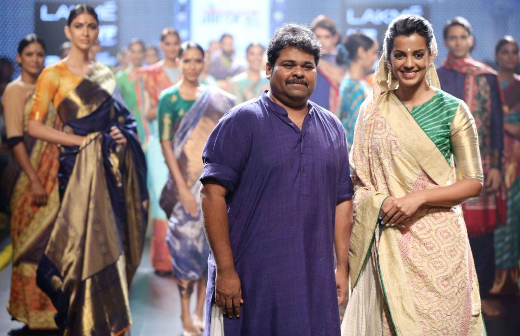 Gaurang-Collection-at-lakme-fashion-week-19