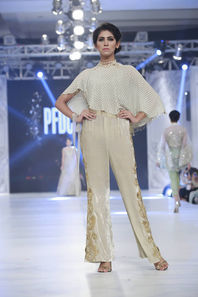 saira-rizwan-bridal-collection-loreal-bridal-week-2017-pkvogue-com-12