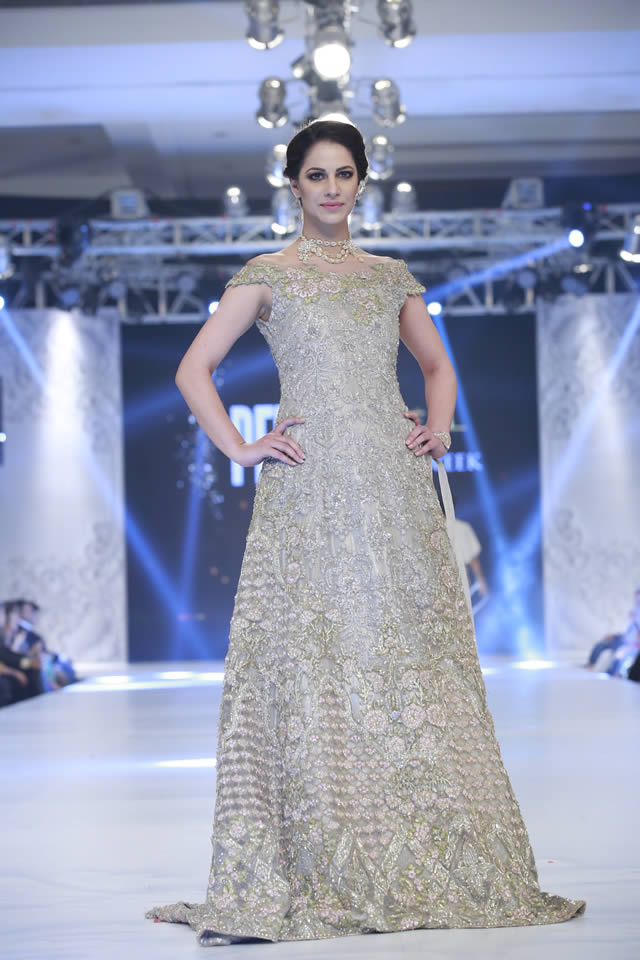 saira-rizwan-bridal-collection-loreal-bridal-week-2017-pkvogue-com-13