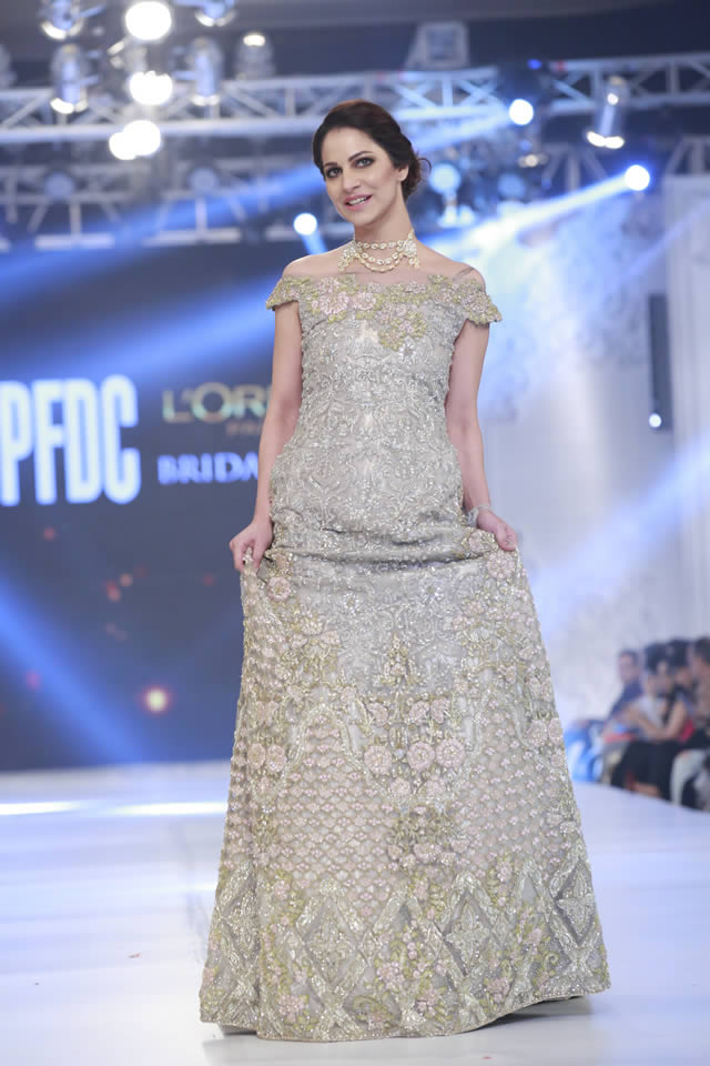 saira-rizwan-bridal-collection-loreal-bridal-week-2017-pkvogue-com-14
