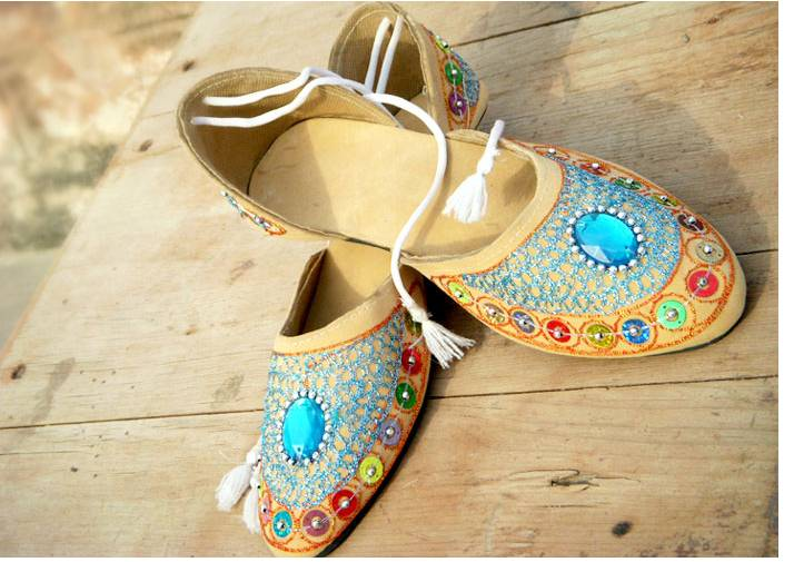 womens-beaded-embroidered-leather-khussa-shoes-2017-11