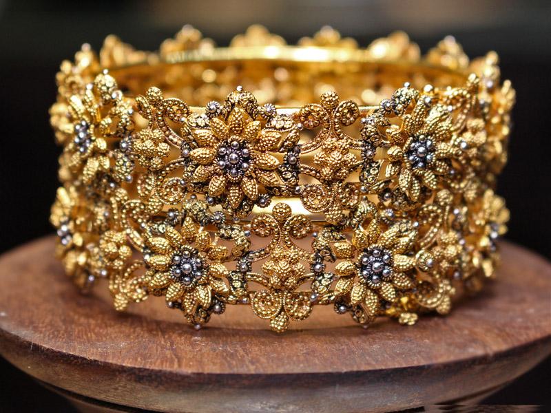 DELICATE GOLD BRACELET DESIGNS 2017 FOR WEDDING DAY | PK Vogue