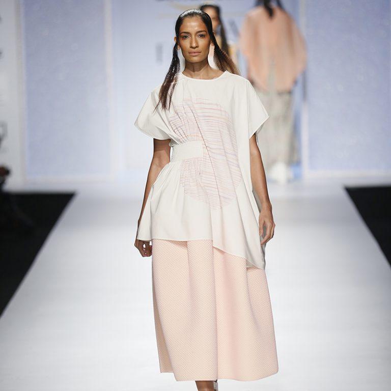 amit-aggarwal-latest-indian-dresses-at-amazon-india-fashion-week-2017-10