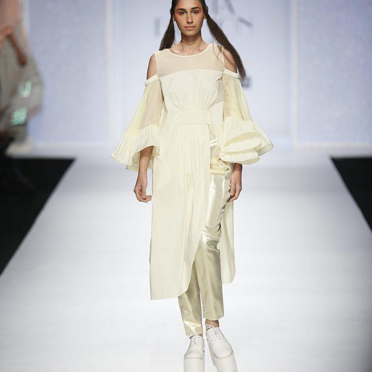 amit-aggarwal-latest-indian-dresses-at-amazon-india-fashion-week-2017-8