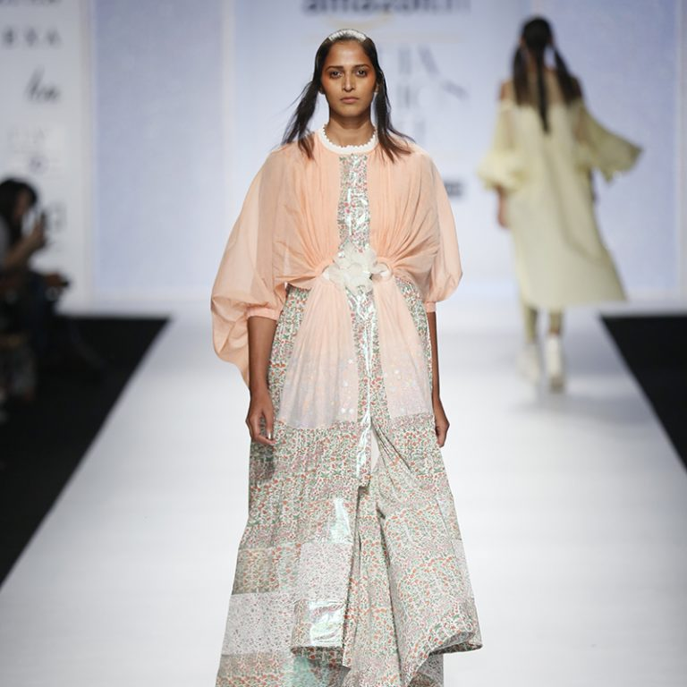 amit-aggarwal-latest-indian-dresses-at-amazon-india-fashion-week-2017-9