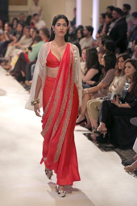 anamika-khanna-bridal-dress-33