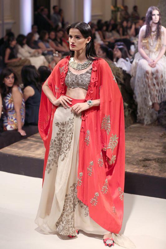 anamika-khanna-bridal-dress-36