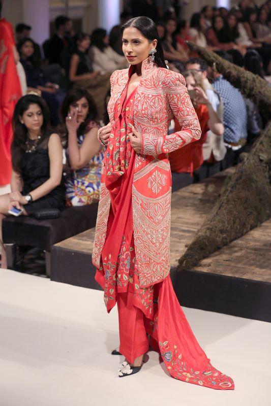 anamika-khanna-bridal-dress-37
