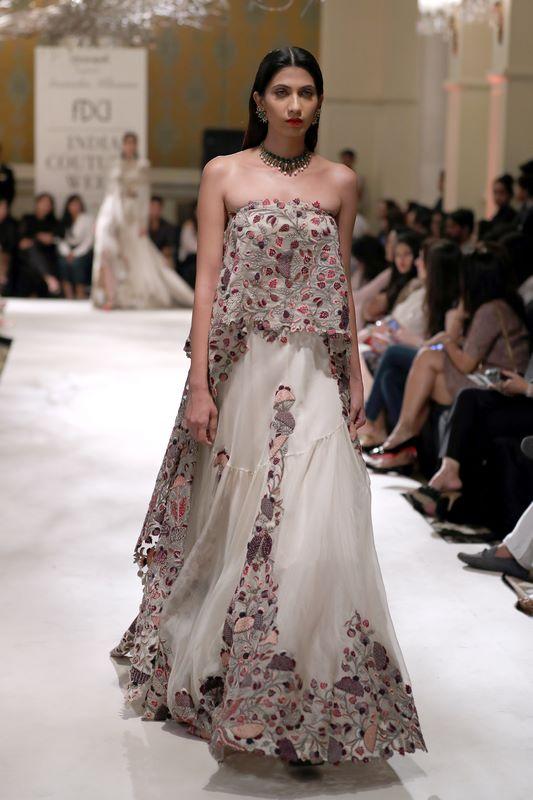 anamika-khanna-bridal-dress-42