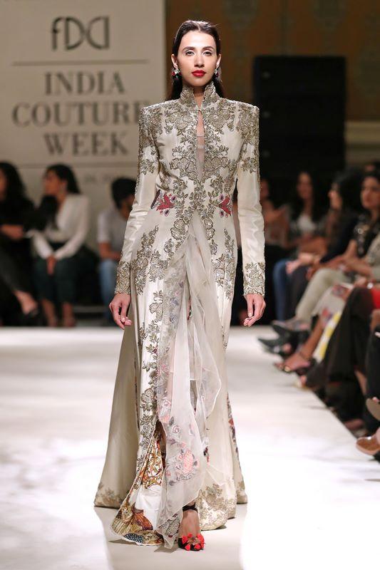 anamika-khanna-bridal-dress-43
