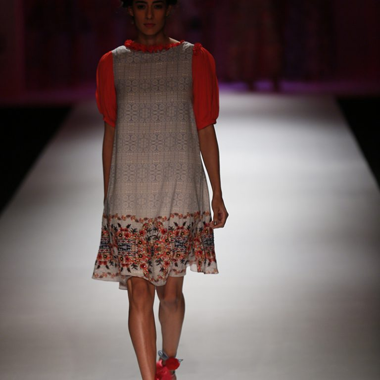 bhanuni-by-jyoti-latest-dresses-amazon-india-fashion-week-spring-summer-2017-12