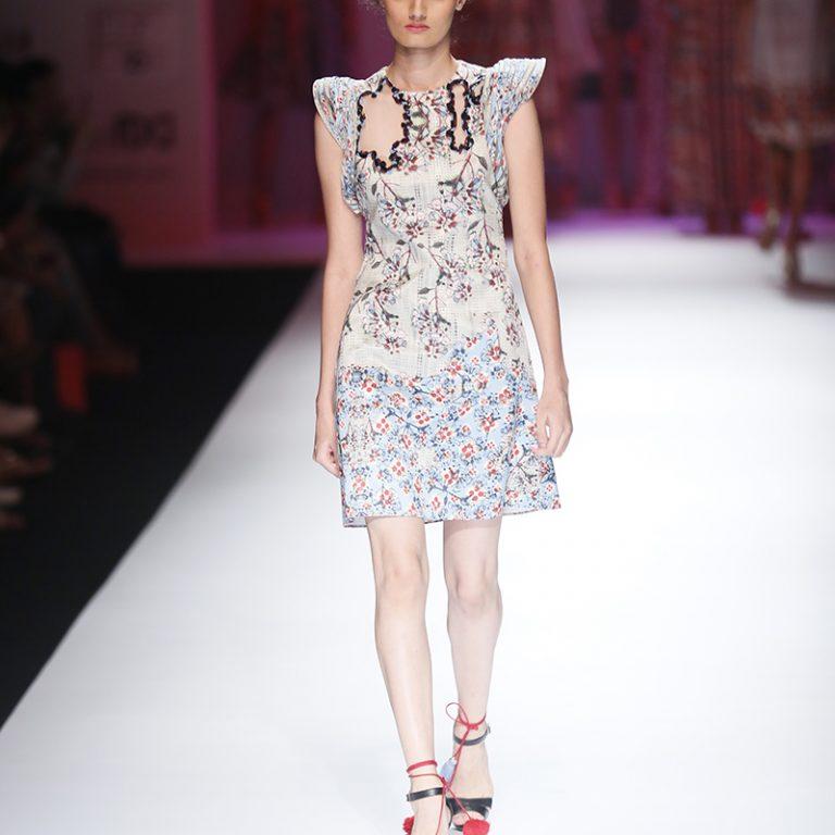bhanuni-by-jyoti-latest-dresses-amazon-india-fashion-week-spring-summer-2017-13