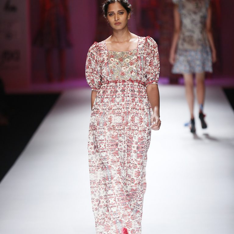 bhanuni-by-jyoti-latest-dresses-amazon-india-fashion-week-spring-summer-2017-14