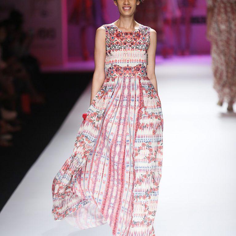 bhanuni-by-jyoti-latest-dresses-amazon-india-fashion-week-spring-summer-2017-15
