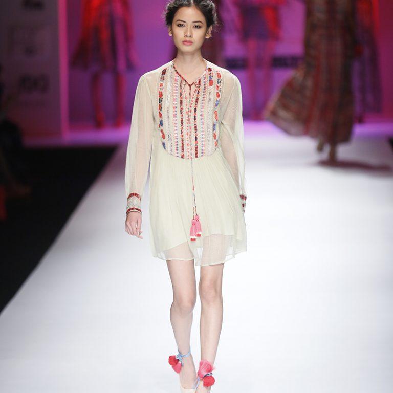 bhanuni-by-jyoti-latest-dresses-amazon-india-fashion-week-spring-summer-2017-16