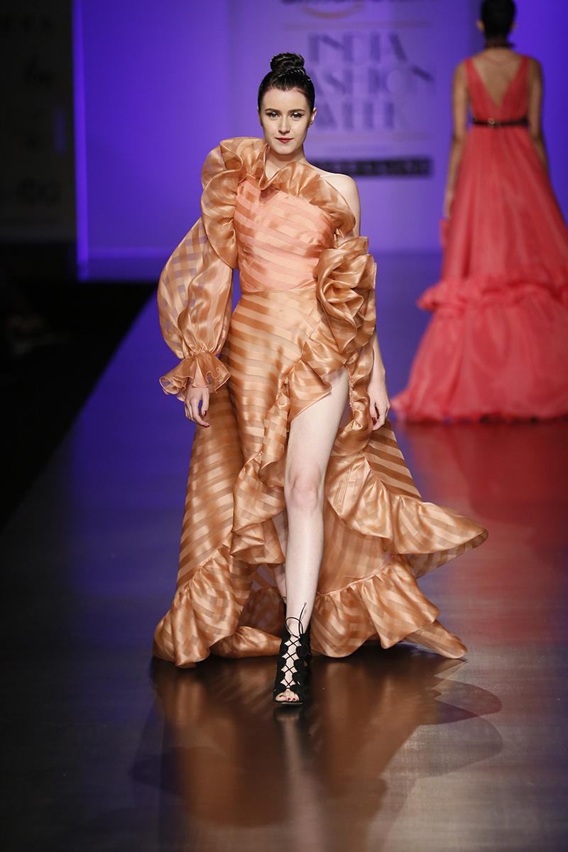 gauri-nainika-at-amazon-india-fashion-week-2017-21