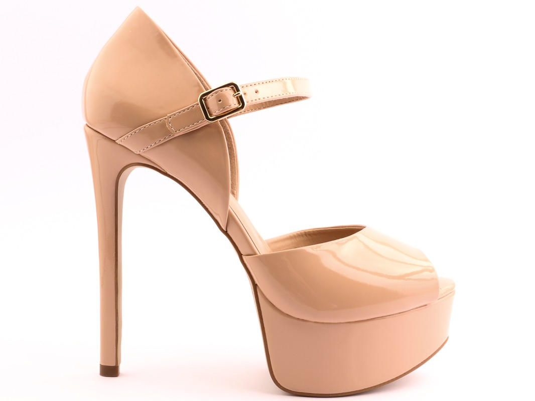 high-heel-shoes-insignia-11