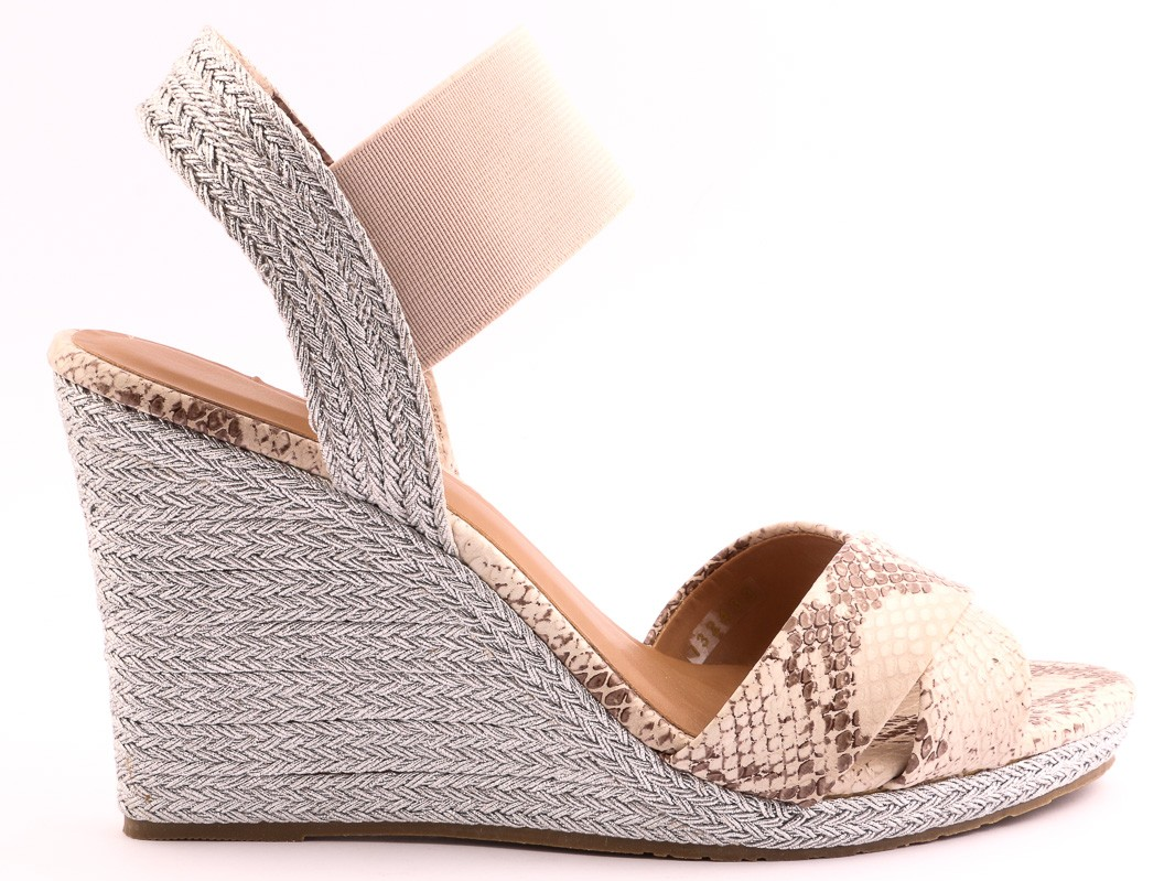high-heel-shoes-insignia-9