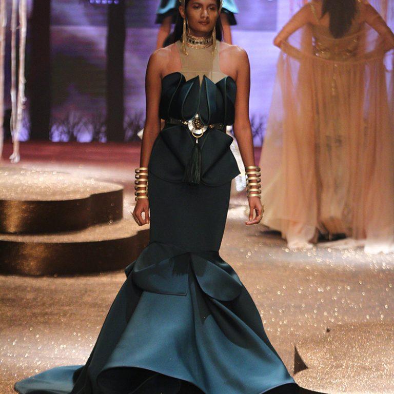 jj-valaya-alpana-neeraj-saree-lehenga-choli-collection-at-amazon-india-fashion-week-2017-42