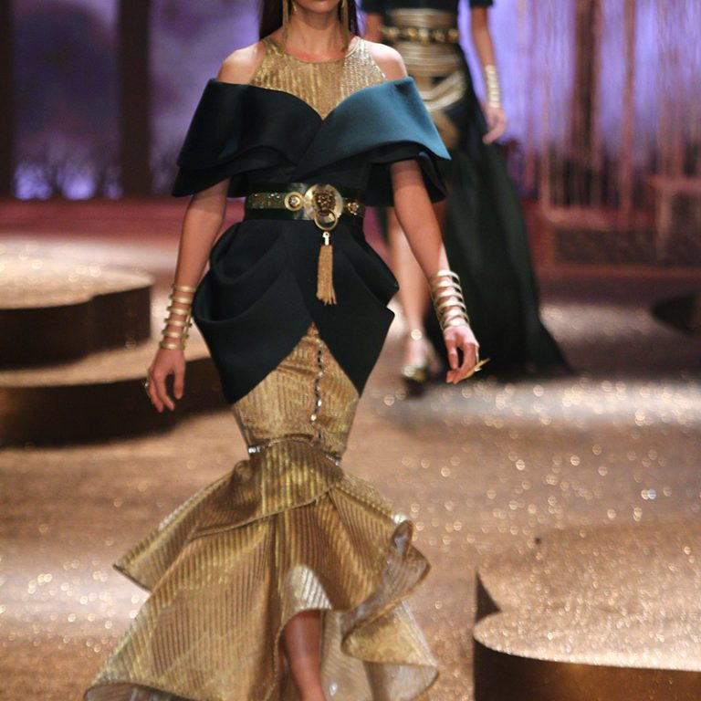 jj-valaya-alpana-neeraj-saree-lehenga-choli-collection-at-amazon-india-fashion-week-2017-43