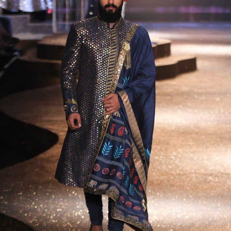 jj-valaya-alpana-neeraj-saree-lehenga-choli-collection-at-amazon-india-fashion-week-2017-48