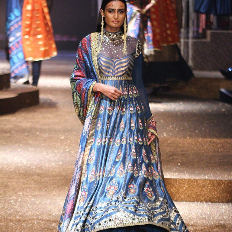 jj-valaya-alpana-neeraj-saree-lehenga-choli-collection-at-amazon-india-fashion-week-2017-49