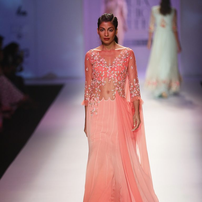 mandira-wirk-at-amazon-india-fashion-week-2017
