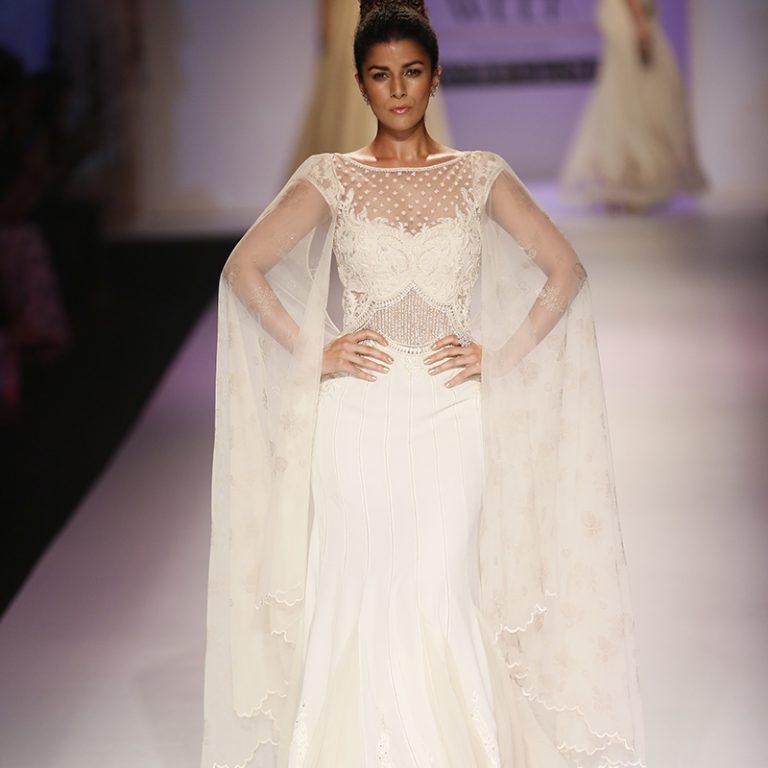 mandira-wirk-at-amazon-india-fashion-week-2017-19