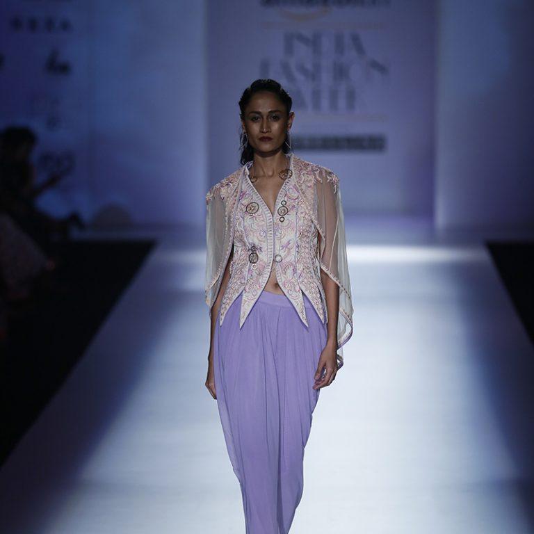 mandira-wirk-at-amazon-india-fashion-week-2017-20