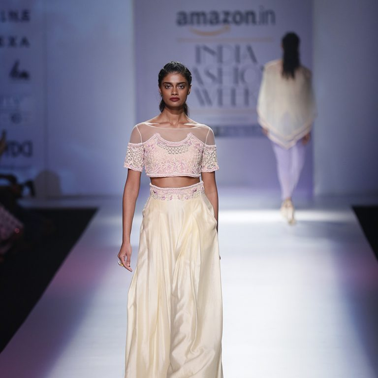 mandira-wirk-at-amazon-india-fashion-week-2017-21