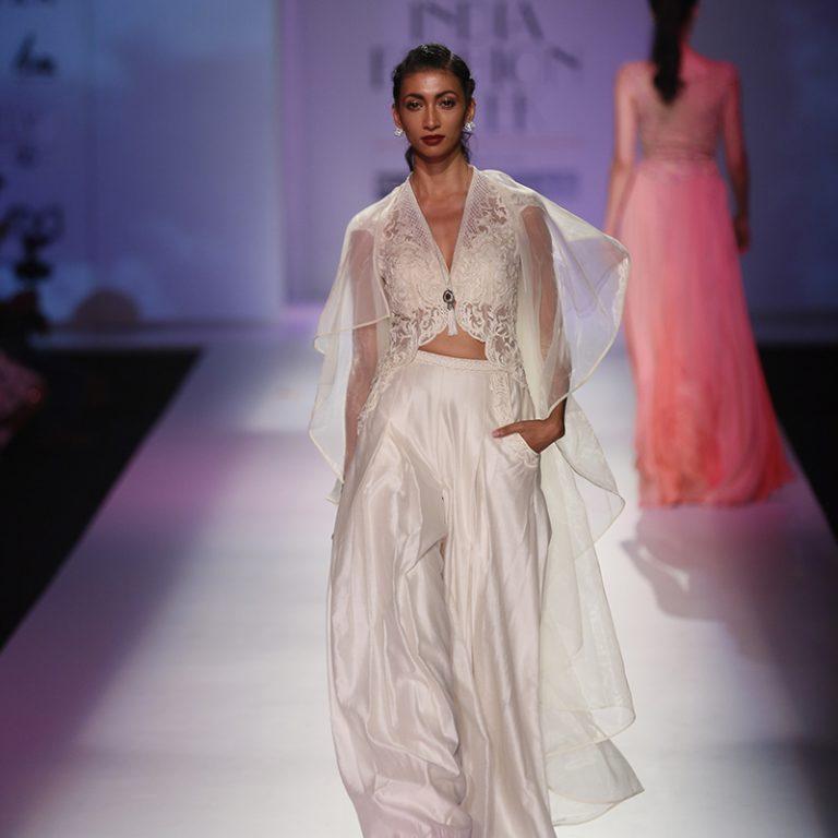 mandira-wirk-at-amazon-india-fashion-week-2017-23