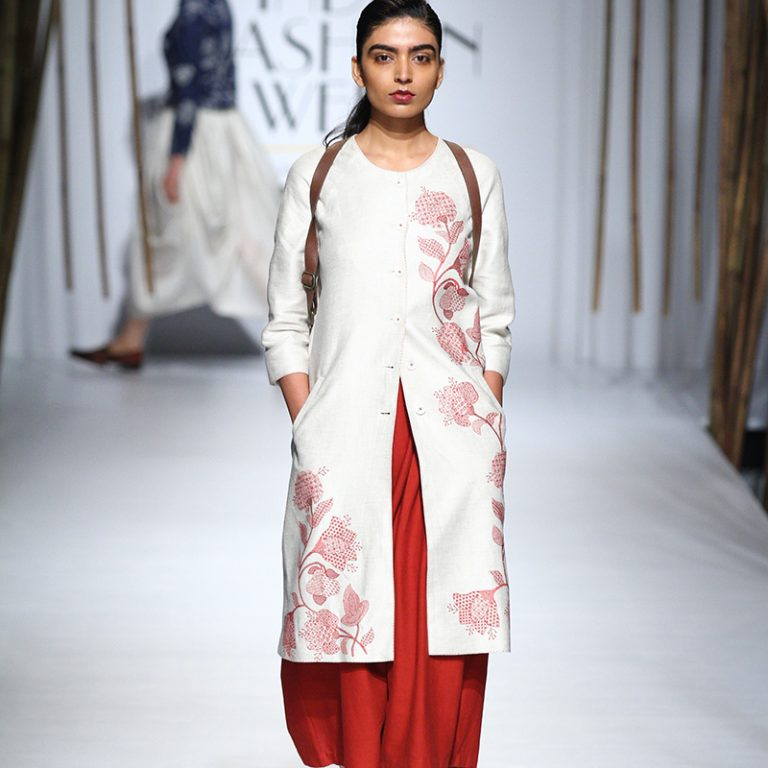 payal-pratap-at-amazon-india-fashion-week-2017-15