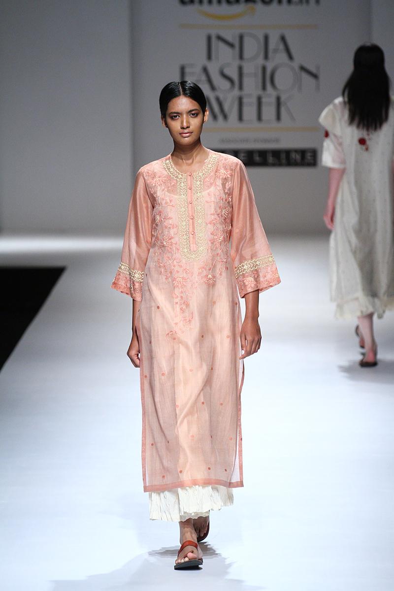 prama-by-pratima-pandey-at-amazon-india-fashion-week-2017-15