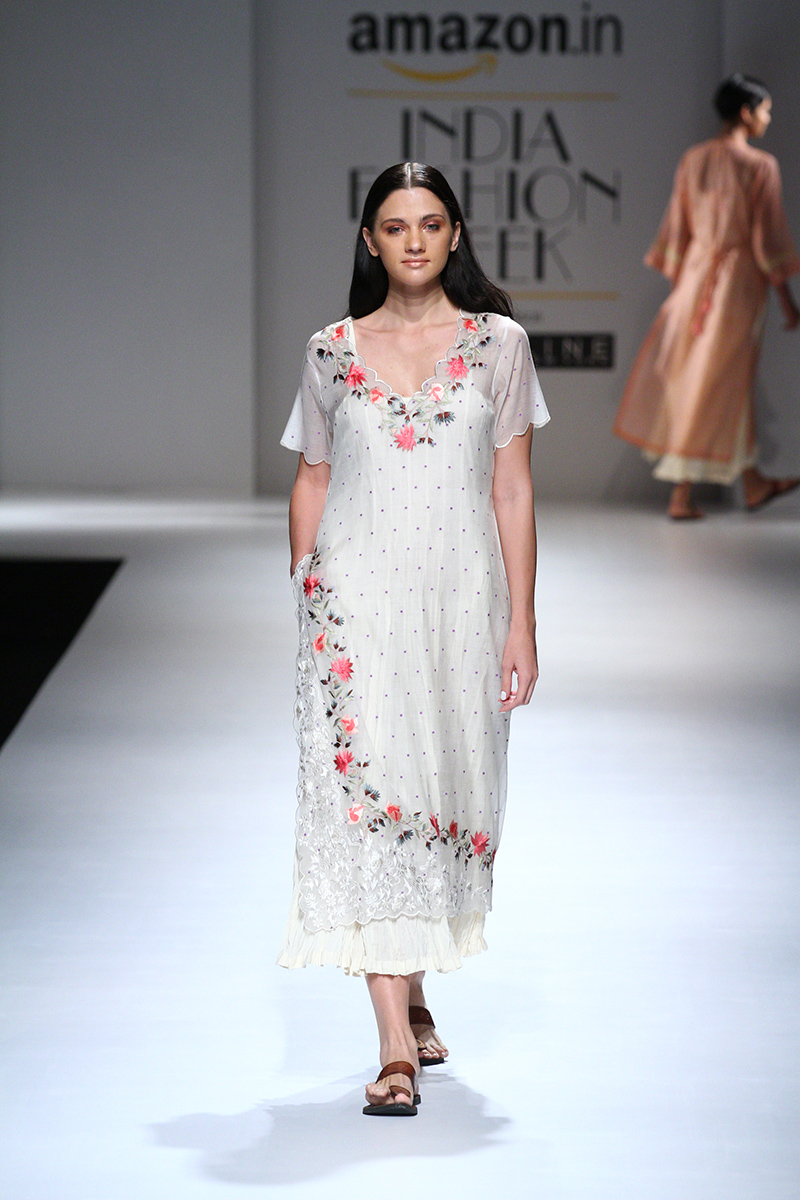 prama-by-pratima-pandey-at-amazon-india-fashion-week-2017-16