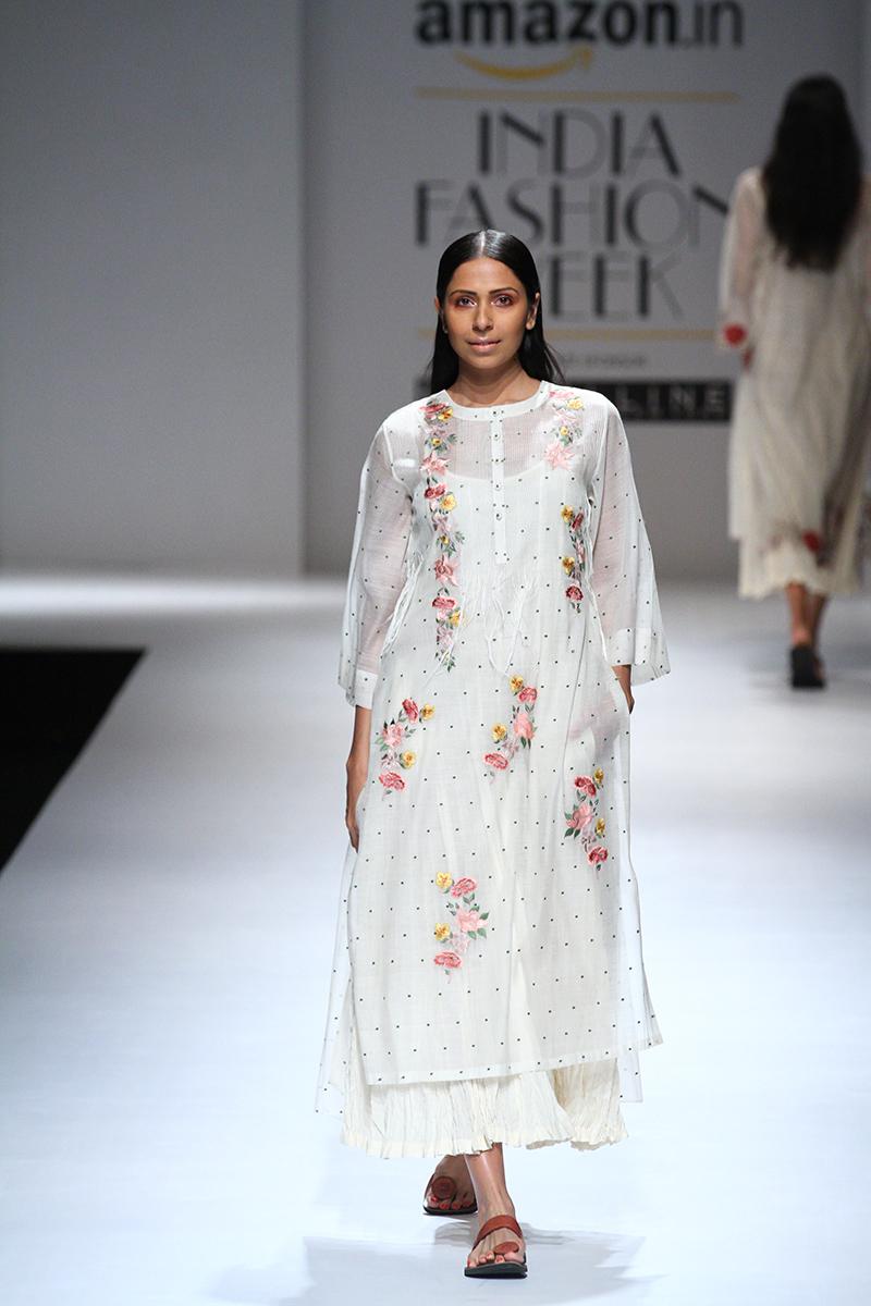 prama-by-pratima-pandey-at-amazon-india-fashion-week-2017-17