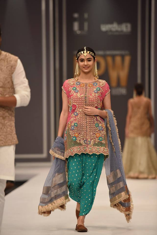 hem-by-sumbul-asif-bridal-collection-at-fpw-2016-13