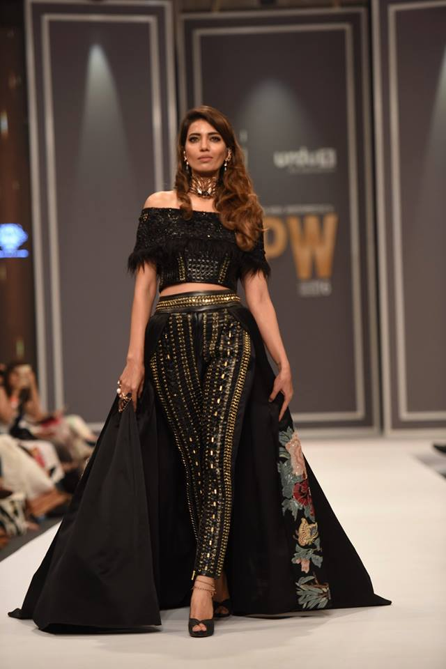 shehla-chatoor-bridal-collection-at-fpw-winter-festive-2016-10