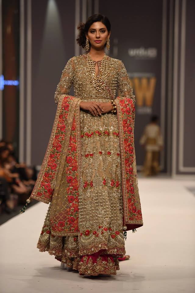 suffuse-by-sana-yasir-at-fpw-2016-11