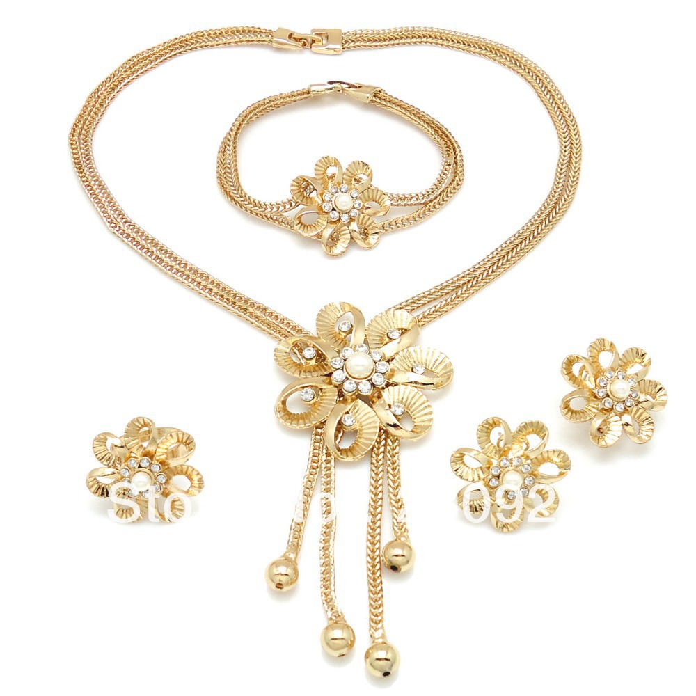 Latest Gold Necklace Designs For Your Desired Look | PK Vogue